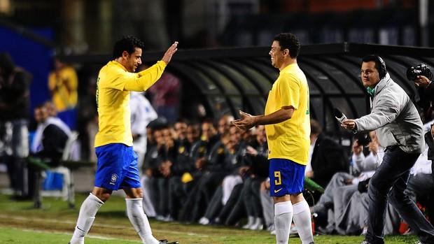 Fred Ronaldo Brasil x Romênia (Foto: Marcos Ribolli / Globoesporte.com)
