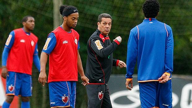 Luxemburgo e Ronaldinho Gaúcho no treino do Flamengo (Foto: Fábio Borges / VIPCOMM)