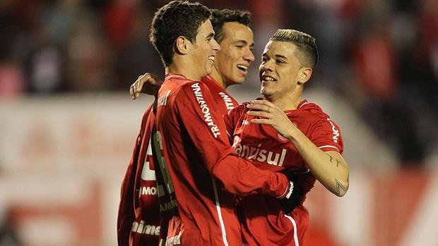 oscar dalessandro leandro damião internacional gol figueirense (Foto: Lucas Uebel / Vipcomm)