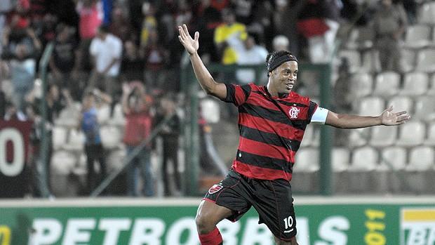 Ronaldinho gol Flamengo x América-MG (Foto: Ag. Estado)
