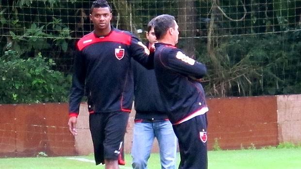Felipe correndo no treino do Flamengo (Foto: Janir Junior / GLOBOESPORTE.COM)