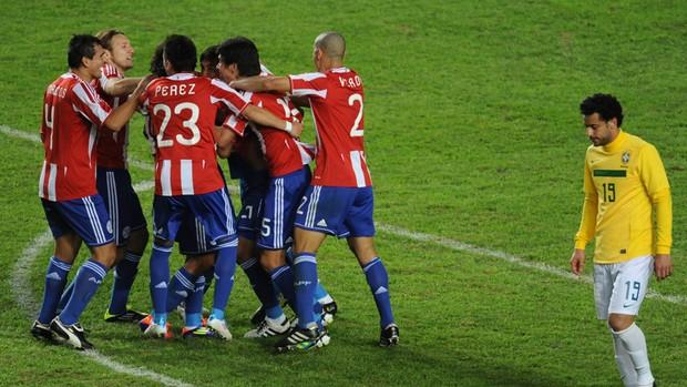 comemoração Paraguai Fred  (Foto: AFP)