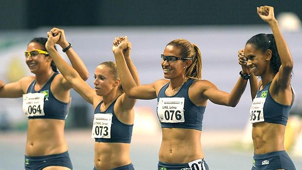 Jailma Lima, Vanda Gomes, Geisa Coutino e Christiane Santos no revezamento 4 x 400m (Foto: Alexandre Loureiro / Divulgação)