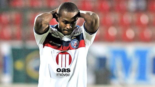 Jobson lamenta na partida do Bahia (Foto: Ag. Estado)