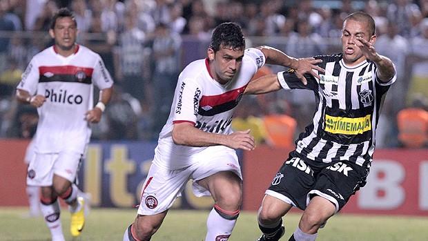 Edilson Atlético-PR Felipe Azevedo Ceará (Foto: Ag. Estado)