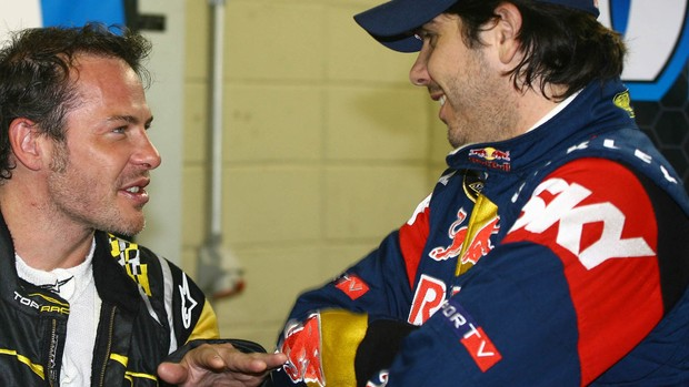 Villeneuve e Cacá conversam nos boxes em Interlagos, em 2009 (Foto: Carsten Horst)