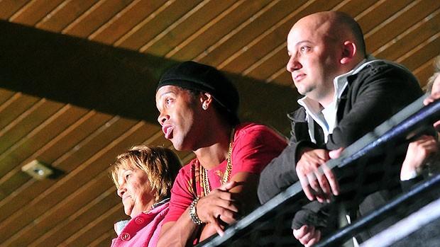 Ronaldinho Gaúcho assiste a show de pagode em Porto Alegre (Foto: Ag. RBS)