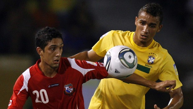 Danilo Brasil x Panamá Sub-20 (Foto: EFE)