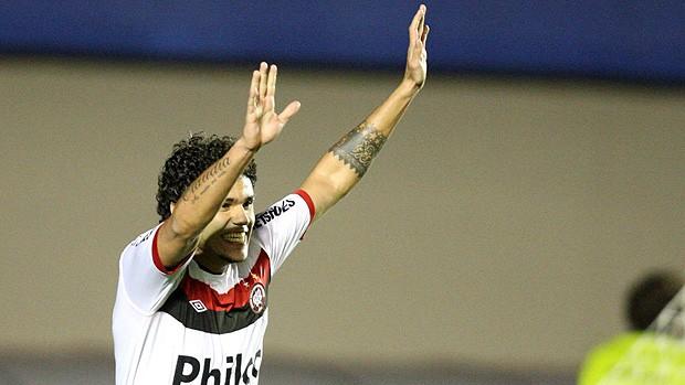 Fabricio gol Atlético-PR (Foto: Futura Press)