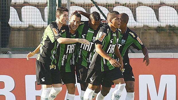 Comemoração gol América-MG (Foto: Ag. Estado)