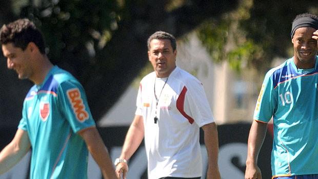 Thiago Neves, Ronaldinho e Luxemburgo no treino do Flamengo (Foto: Nina Lima / Vipcomm)
