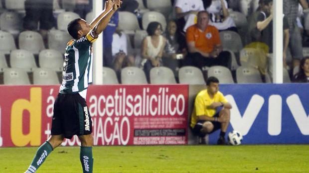 Jeci comemora gol do coritiba sobre o santos (Foto: Leandro Amaral/Agência Estado)
