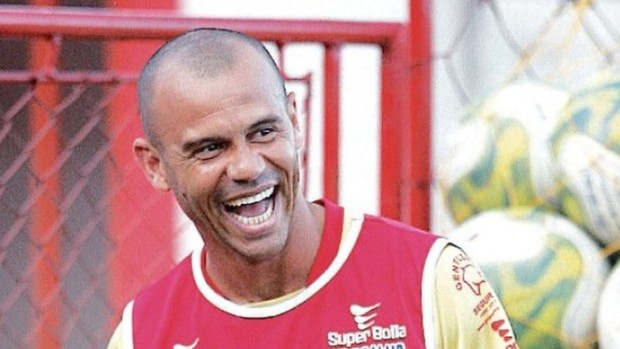 Roni, atacante do Vila Nova (Foto: Cristiano Borges)