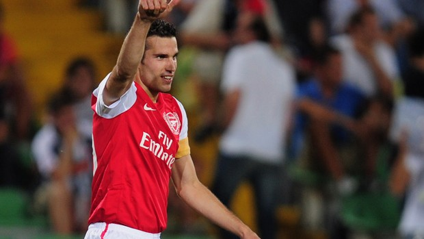 Van Persie comemora gol do Arsenal sobre o Udinese (Foto: Getty Images)