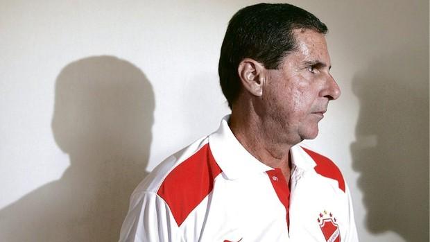 Artur Neto, técnico do Vila Nova (Foto: Sebastião Nogueira/O Popular)