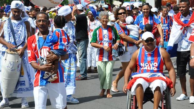Torcida faz 'Alvorada Tricolor' nas ruas de Salvador