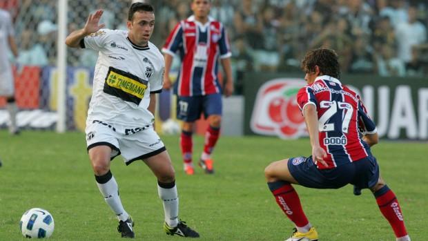 Lateral-direito Boiadeiro em jogo com o Bahia pela Série A do Campeonato Brasileiro de 2011 (Foto: Kid Junior/Agência Diário)