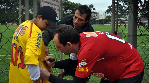 Rogério Ceni e o menino Jorge (Foto: Marcelo Prado / Globoesporte.com)