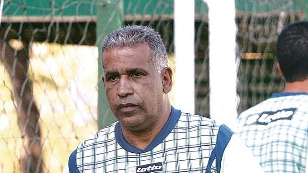 Ademir Fonseca, técnico do Goiás (Foto: Sebastião Nogueira/O Popular)