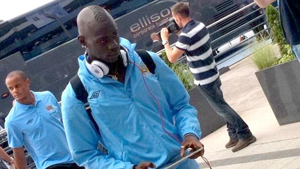 mario balotelli manchester city cabelo de pneu (Foto: Divulgação site oficial do Manchester city)