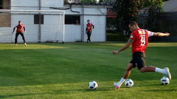 Luis Fabiano, do São Paulo, treina com bola (Foto: Divulgação / São Paulo FC)