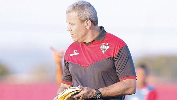 Hélio dos Anjos, técnico do Atlético-GO (Foto: Cristiano Borges/O Popular)