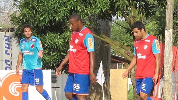 Após expulsão, Aírton dá vaga a Maldonado em treino (Richard Souza / Globoesporte.com)