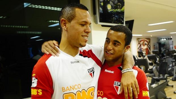 Lucas e Luis Fabiano no São Paulo (Foto: Marcos Ribolli / GLOBOESPORTE.COM)