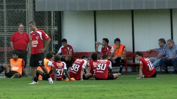 Juvenal Juvêncio acompanha o treino do São Paulo no CT (Foto: Marcelo Prado / Globoesporte.com)