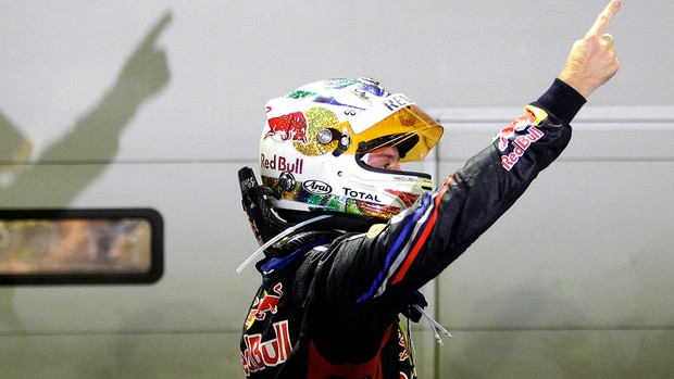 Vettel comemora vitória em Cingapura (Foto: Reuters)