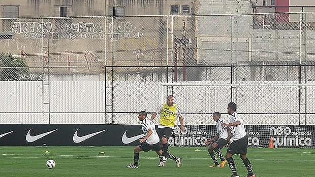 Adriano corinthians treino (Foto: Wagner Eufrosino/GLOBOESPORTE.COM)