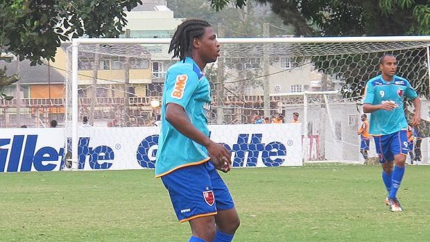 Diego Maurício faz três gols em treino coletivo no Ninho (Janir Junior/Globoesporte.com)