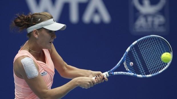 Ivanovic abandona e Radwanska chega às semifinais em Pequim