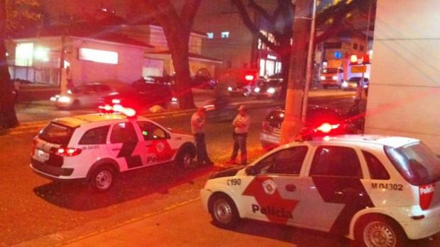 viaturas da polícia que acompanharam joão vitor, do palmeiras (Foto: Marcelo Prado)