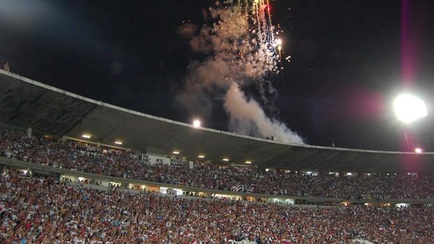 fogos e festa no arruda (Foto: Phelipe Caldas)