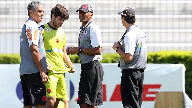 Juninho com dores no treino do Vasco (Foto: Divulgação)