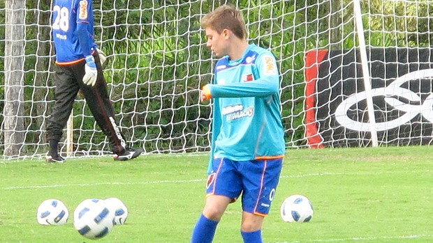 Adryan treinando - Flamengo (Foto: Carlos Mota)