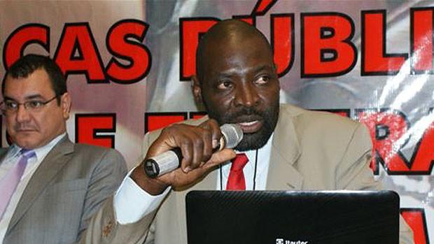 Vargas, ex-jogador de basquete como diretor de esportes da FEAC (Foto: Divulgação / Arquivo Pessoal)