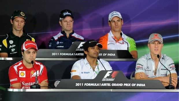 Massa e Barrichello participaram de coletiva de imprensa nesta quinta-feira (Foto: AFP)