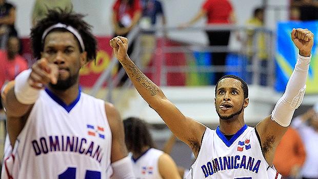 soliver martinez basquete brasil x república dominicana pan (Foto: Reuters)