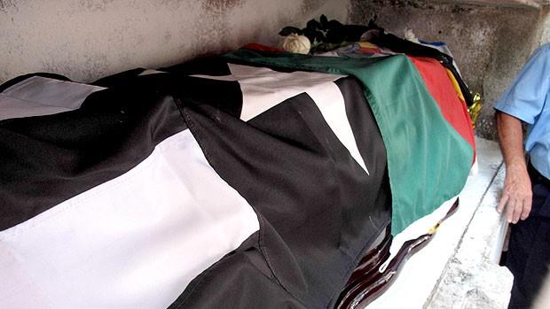 Enterro Luiz Mendes