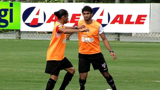 Willian José e Carlinhos Paraíba são paulo treino (Foto: Marcelo Prado / Globoesporte.com)