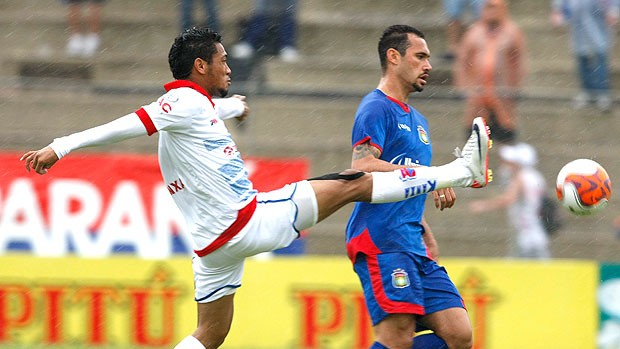 Hernane do Paraná no jogo contra o São Caetano (Foto: Ag. Estado)