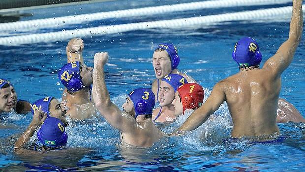 Brasil comemora o bronze no pólo aquático no Pan do México (Foto: Satiro Sodré / Divulgação Agif)