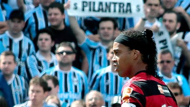 Ronaldinho no jogo do Flamengo contra o Grêmio (Foto: Ag. Estado)