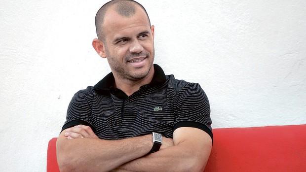 Roni, atacante do Vila Nova (Foto: Cristiano Borges/O Popular)