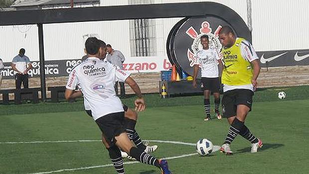 Adriano no treino do Corinthians (Foto: Wagner Eufrosino / Globoesporte.com)