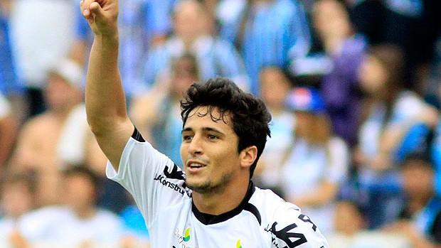 Aloísio comemora gol do Figueirense (Foto: Ag. Estado)