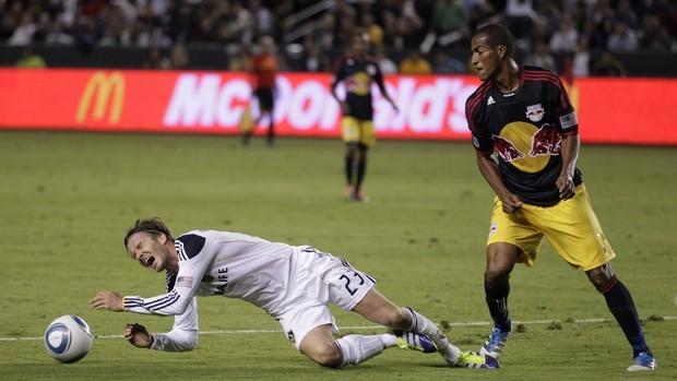 David Beckham contra o New York (Foto: AP)