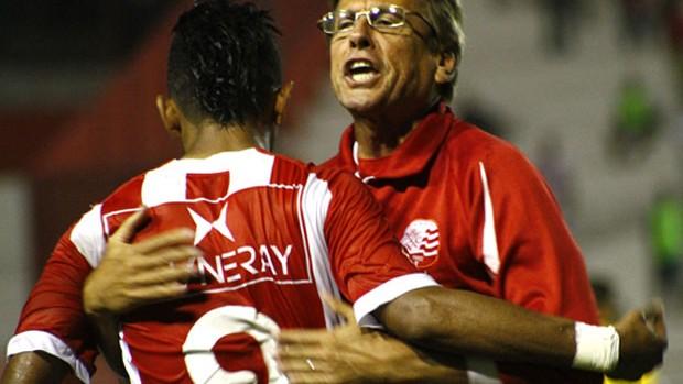Rogério comemorando gol com a camisa do Náutico (Foto: André Nery/Agência Náutico)